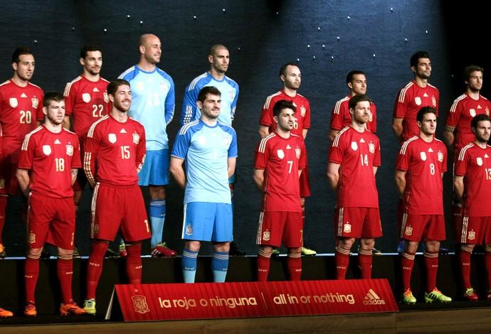 b42c892470a18 Espanha apresentação do uniforme para a copa de 2014 (Foto  EfeServicios)