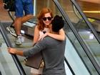 Sophia Abrahão e Sergio Malheiros namoram em shopping do Rio