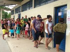 Eleitores reclamam de longa fila e pane em urna no Alvorada em Manaus