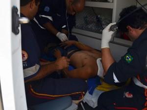 Samu realizou atendimento ao motorista atropelado pelo próprio caminhão, em João Pessoa (Foto: Walter Paparazzo/G1)
