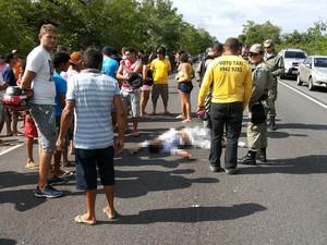 Com o impacto um dos suspeitos morreu na hora (Foto: Silvio Vieira/CliquePiripiri)