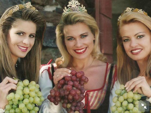 Henriette foi princesa da Festa da Uva ao lado da rainha Fabiana Bressanelli Koch e a outra princesa Vanessa Slaviero. (Foto: Reprodução/Facebook Henriette Vaccari)