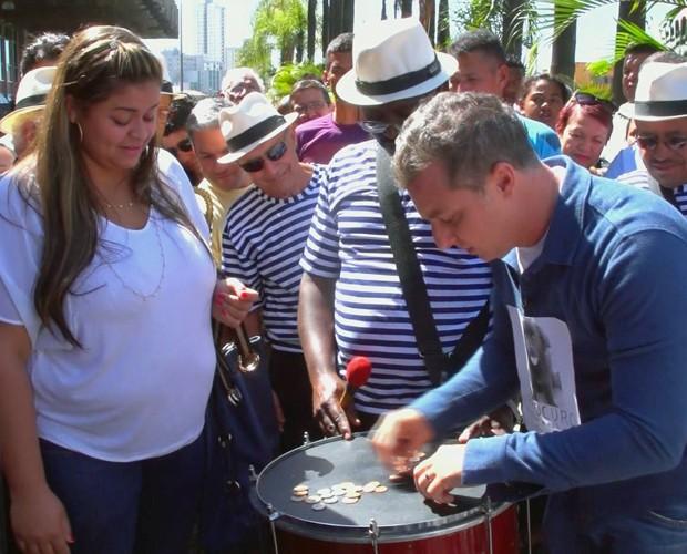 Josiane ajudou Harold a encontrar seu dono (Foto: Caldeirão do Huck/TV Globo)