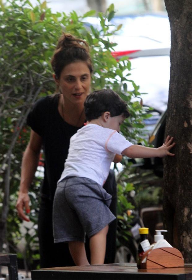 Priscila Montandon com Gabriel (Foto: AgNews)