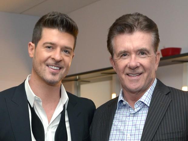 Robin Thicke e o pai, Alan Thicke, em evento de música em Los Angeles, nos Estados Unidos, em dezembro de 2013 (foto de arquivo) (Foto: Charley Gallay/ Getty Images)