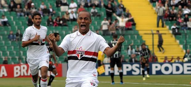 Ademilson gol São Paulo (Foto: Antônio Carlos Mafalda / Ag. Estado)