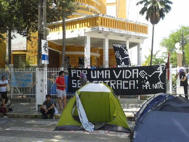 Manifestantes acampam na Câmara Municipal de Natal desde o dia 15 (Foto: Fernanda Zauli/G1) (Foto: Fernanda Zauli/G1)