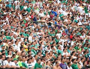Pouco mais de 10 mil torcedores foram ao Brinco de Ouro (Foto: Marcos Ribolli/ Globoesporte.com)