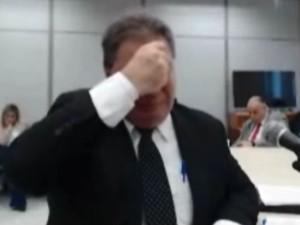 Gim Argello chora durante depoimento (Foto: Reprodução)
