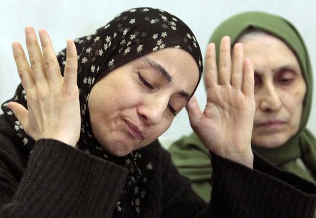 Zubeidat Tsarnaeva (esq) estava em um banco de dados americano sobre terroristas (Foto: Musa Sadulayev/AP)