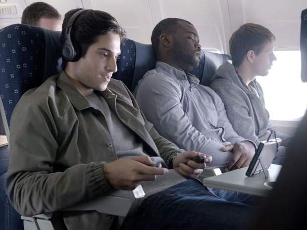Trailer do Nintendo Switch mostra o videogame sendo usado de forma totalmente portátil, como dentro de um avião (Foto: Reprodução/YouTube/Nintendo)