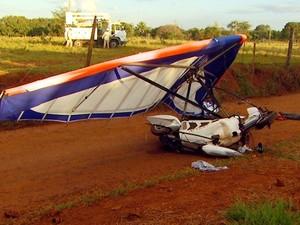 Queda de ultraleve deixou feridos em Paulínia, SP (Foto: Reprodução / EPTV)