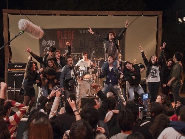 Filmagem de 'Somos tão jovens' (Foto: Divulgação)
