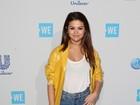 Selena Gomez usa look de R$ 11,5 mil em evento cheio de famosos