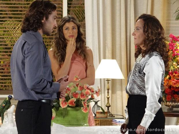 Alberto quer distância de Guiomar (Foto: Flor do Caribe / TV Globo)