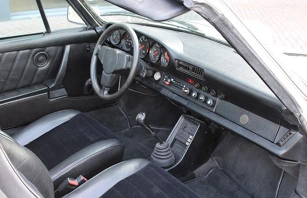 O interior é sisudo, com bancos em tecido e curvim (Foto: Divulgação)