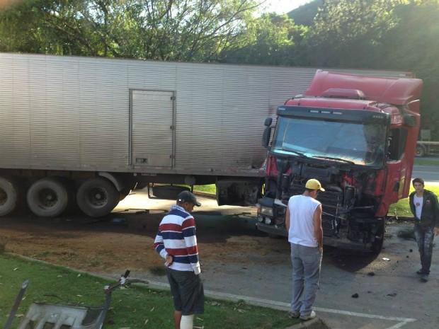 Acidente aconteceu em Conceição do Castelo, na BR-262 (Foto: Edimara Garbelotto)