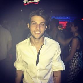 Chay Suede em festa de Hugo Gloss na Zona Sul do Rio (Foto: Instagram/ Reprodução)