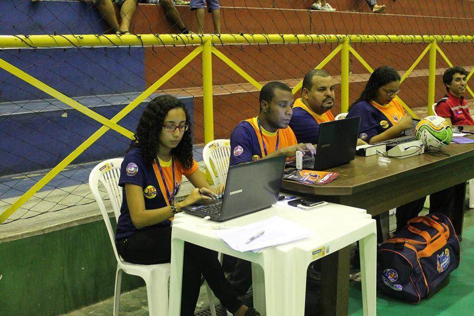 Equipe do Globo Esporte faz cobertura no evento esportivo.  (Foto: Divulgação TV Grande Rio/Institucional)