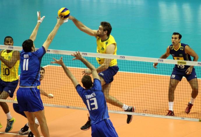 brasil x italia liga mundial de volei 2014 - vissoto bloqueio (Foto: FIVB)