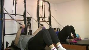 Participantes encaram desafio e fazem aula de pilates (Reprodução / RPC)
