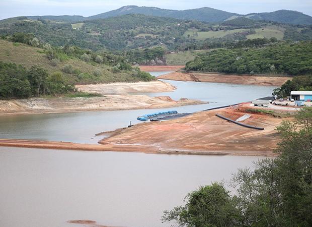 Sistema de captação do volume morto da Represa Atibainha, em Nazaré Paulista, em 5 de novembro de 20145 (Foto: Glauco Araújo/G1)