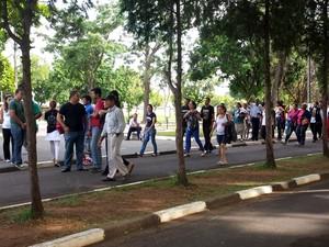 Vítima dos assassinatos em série, em Campinas, é seputada no cemitério dos Amarais. (Foto: G1/Mayara Yamaguti)