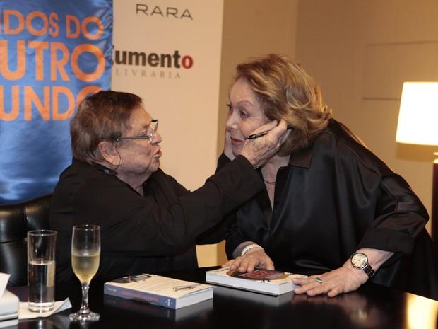 Boni e Aracy Balabanian (Foto: Isac Luz / EGO)