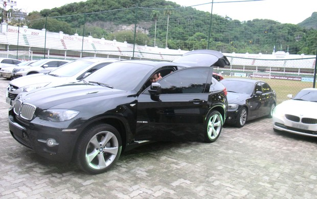 Fred com sua nova BMW nas Laranjeiras (Foto: Fred Huber / Globoesporte.com)