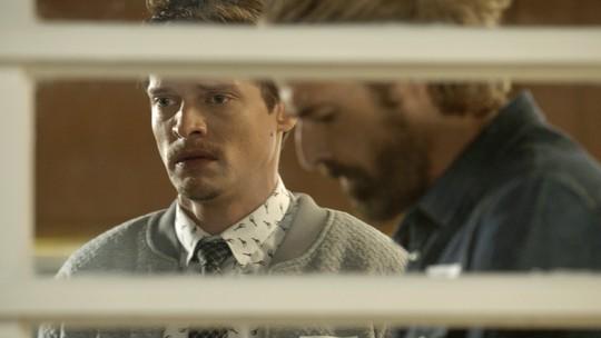 Antonio e Pedro se preocupam com o estado de Letícia