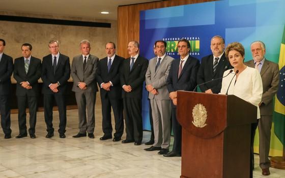 Dilma estava acompanhada de onze ministros durante o seu pronunciamento (Foto: Roberto Stuckert Filho/PR)