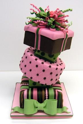 A confeiteira americana Colette Peters diz que a pasta americana é a melhor opção para começar a decorar bolos (Foto: Divulgação)