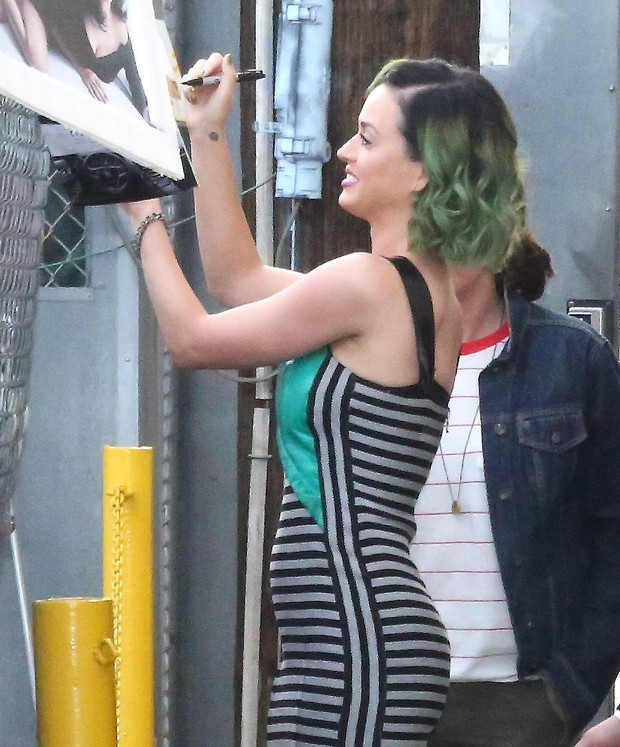 Katy Perry após participar de programa de televisão em Los Angeles, nos Estados Unidos (Foto: X17online/ Agência)