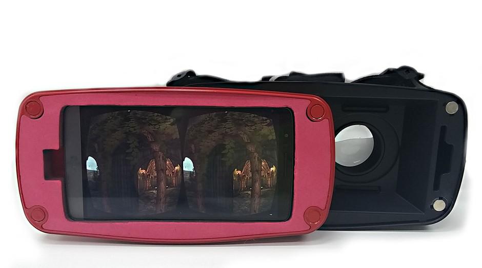 A tela do smartphone serve como cenário de imersão em uma realidade virtual (Foto: Divulgação)