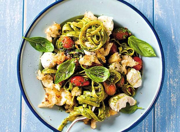 Linguini com pesto mozarela e tomates (Foto: StockFood / Gallo Images Pty Ltd.)