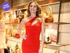 Look do dia: Giovanna Antonelli usa tubinho curto e justinho em evento
