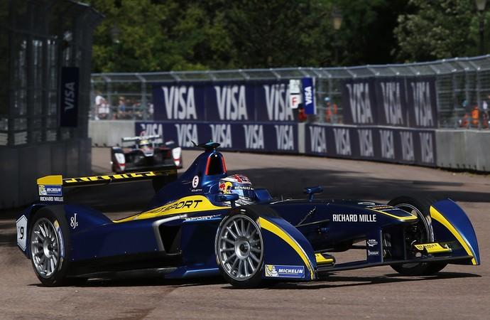 Sébastien Buemi estava na frente de Bruno Senna, mas rodou e perdeu a posição (Foto: Divulgação)
