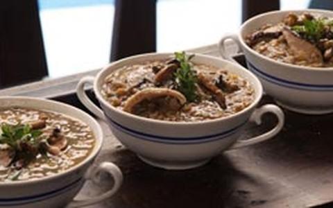 Ragu de lentilha e cogumelos frescos