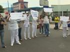 Enfermeiros realizam manifestação em maternidade de Manaus