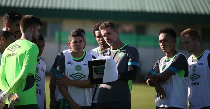Mancini orienta reservas da Chapecoense (Foto: Sirli Freitas/Chapecoense)