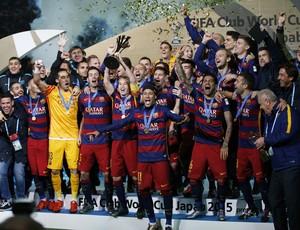 Barcelona ergue troféu do Mundial de Clubes da Fifa