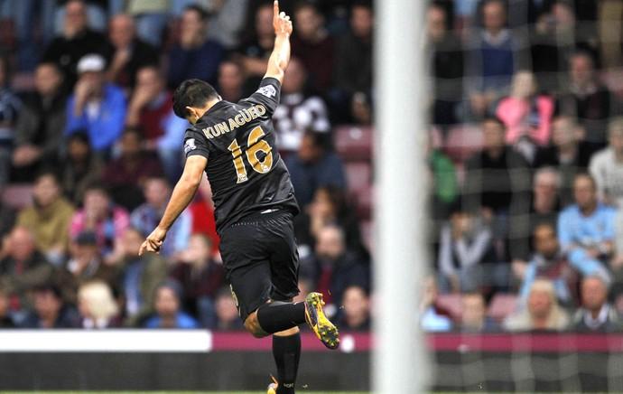 Aguero comemora gol do Manchester City e West Ham (Foto: Agência AFP)
