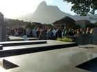 Corpo de ciclista atropelada por ônibus do Rio é enterrado