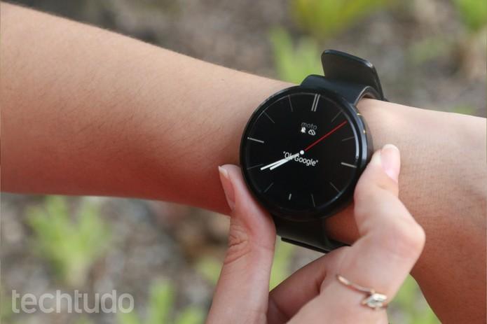 """Moto 360 conta com comando de voz """"Ok, Google"""" (Foto: Lucas Mendes/TechTudo)"""