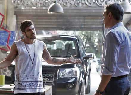 Grego apela e usa Bruna para ficar com Mari