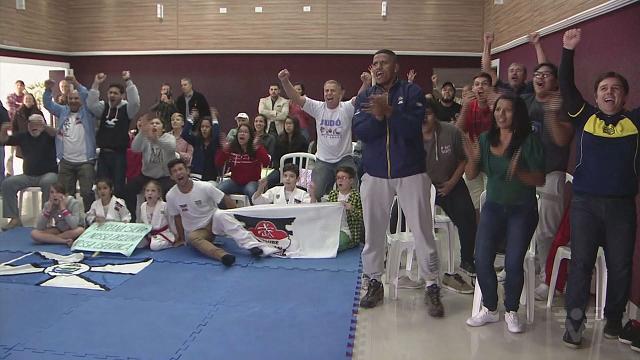 Família e amigos vibram com vitória de Mariana Silva (Foto: Reprodução/TV Tribuna)