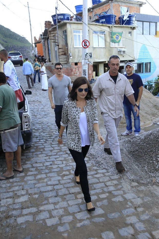 Camilla Belle visita o Morro do Vidigal, no Rio