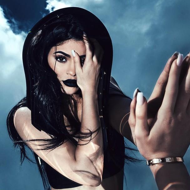 Kylie Jenner usa cor Dead of Knight do Lip Kit (Foto: Reprodução/ Instagram)