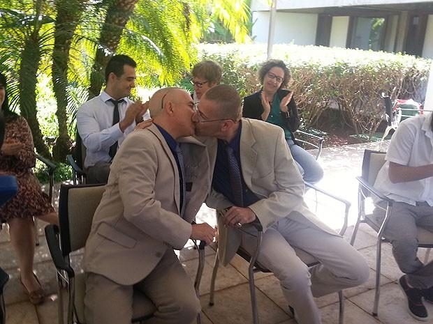 c62d1deed2 G1 - Consulado no DF faz 1º casamento de franceses do mesmo sexo no ...
