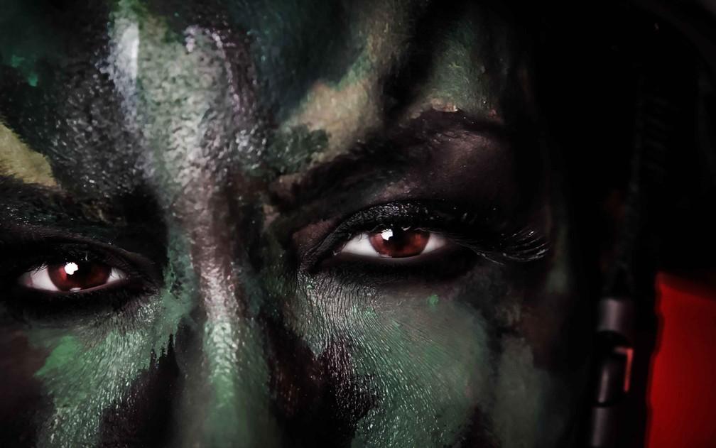 Viviany Beleboni com pintura de guerra (Foto: Foto e maquiagem: Marcio Desideri/Divulgação)